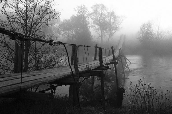 Горбатый мост По молодости был у меня приятель Саня. Раздолбай из раздолбаев. Любитель выпить и похулиганить.. Но сейчас речь пойдёт не о нём, а о его старшем брате Сергее. Когда я впервые
