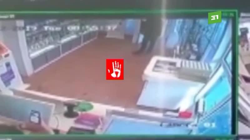 ▶ Школьник задержан за грабеж салона сотовой связи на улице Горького.
