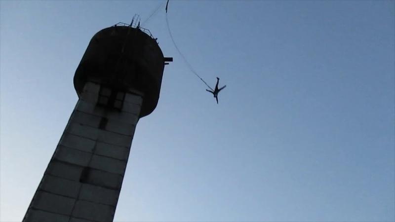 Прыгнул с башни 35 метров