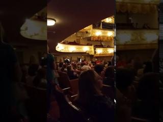 Атмосфера театра в зале перед спектаклем