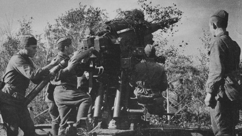 Расчет 76-мм зенитной пушки образца 1931 года (3-К). Источник — waralbum.ru.