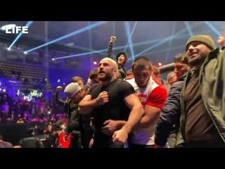 Массовая драка на турнире ММА в Москве