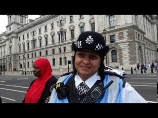 Muslim Convert SHOUTS 'ALOHA SNACKBAR' PROVOKING 1st August Parliament Square, London. Hearts of Oak