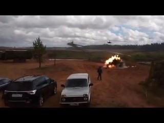 Вертолёт Ка-52 произвёл выстрел в людей полигон «Запад-2017» (полное видео трагедии)