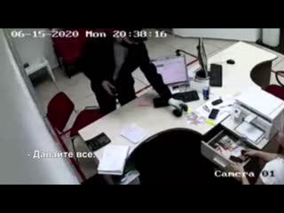 В Абакане мужчина ограбил офис микрозаймов