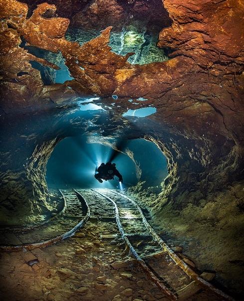 Затопленная шахта по добыче опала в Словакии