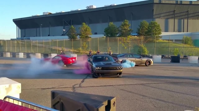 Dodge Viper vs. Charger Hellcat vs. Challenger Hellcat - ug of War Burnout