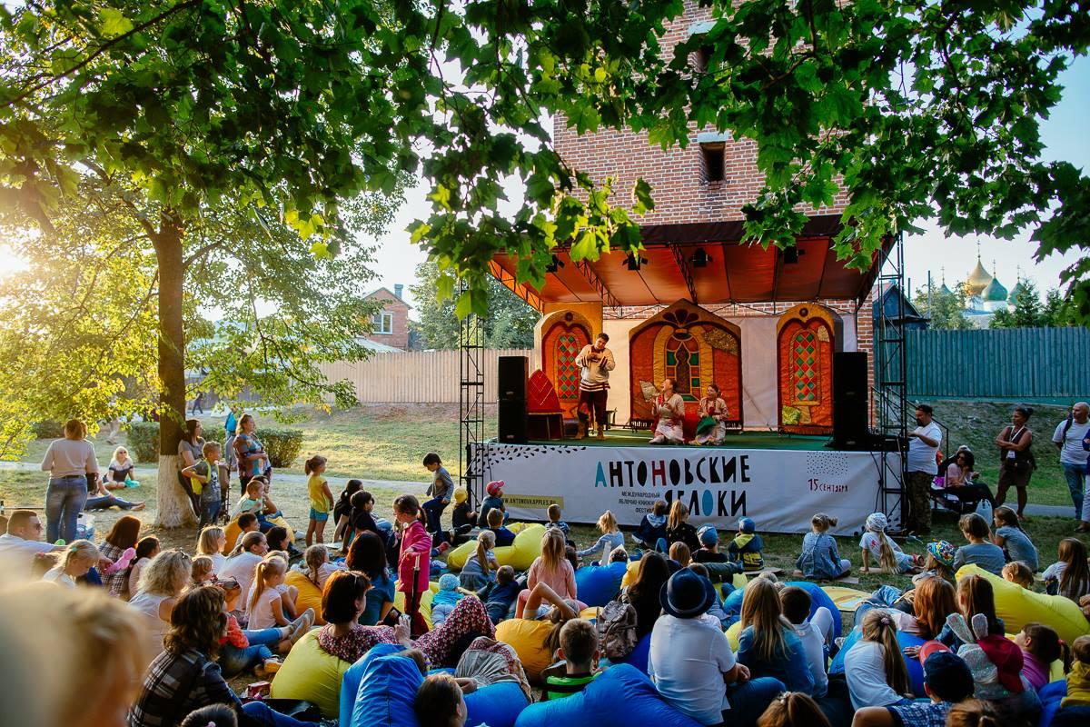 VIII Международный яблочно-книжный фестиваль АНТОНОВСКИЕ ЯБЛОКИ