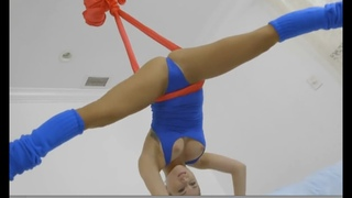 Nearly naked yoga - Hang out hip opening