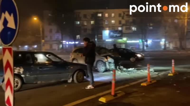 Авария произошла на перекрестке улиц Дечебал и Трандафирилор