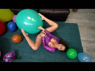 Karlee Grey - Plays With Pussy And Balloons [Solo]
