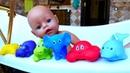 Беби Анабель Купаем Аннабель в ванной с пеной. Видео для девочек - Играем в куклы. Как мама