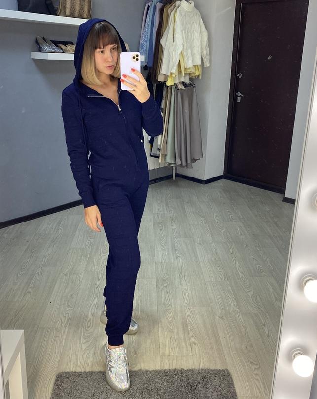 Синий спортивный костюм от магазина RHCNMAY Store.