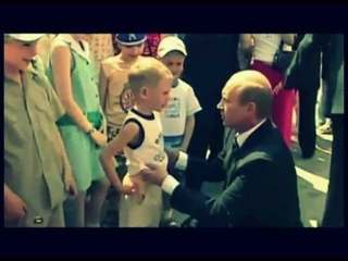 Владимир Путин целует ребенка в живот! Putin kisses boy