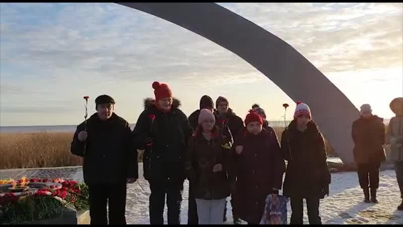 Возложение цветов накануне годовщины Дня снятия блокады Ленинграда