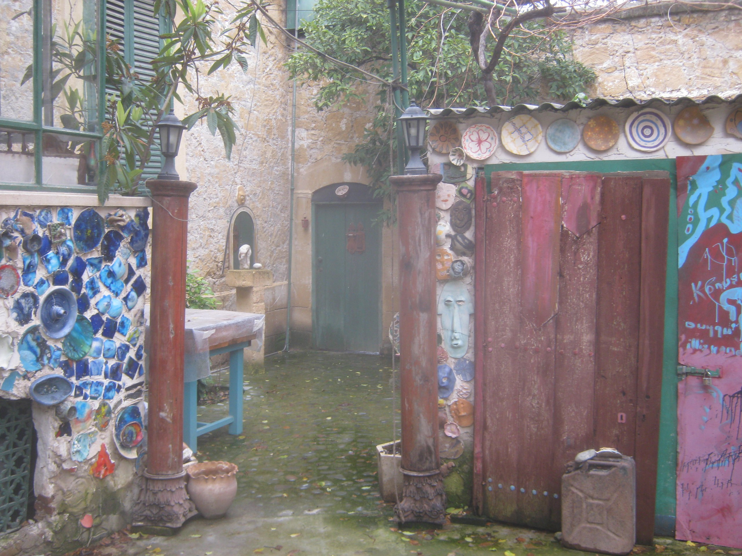 двор жилого дома в Лефкоша