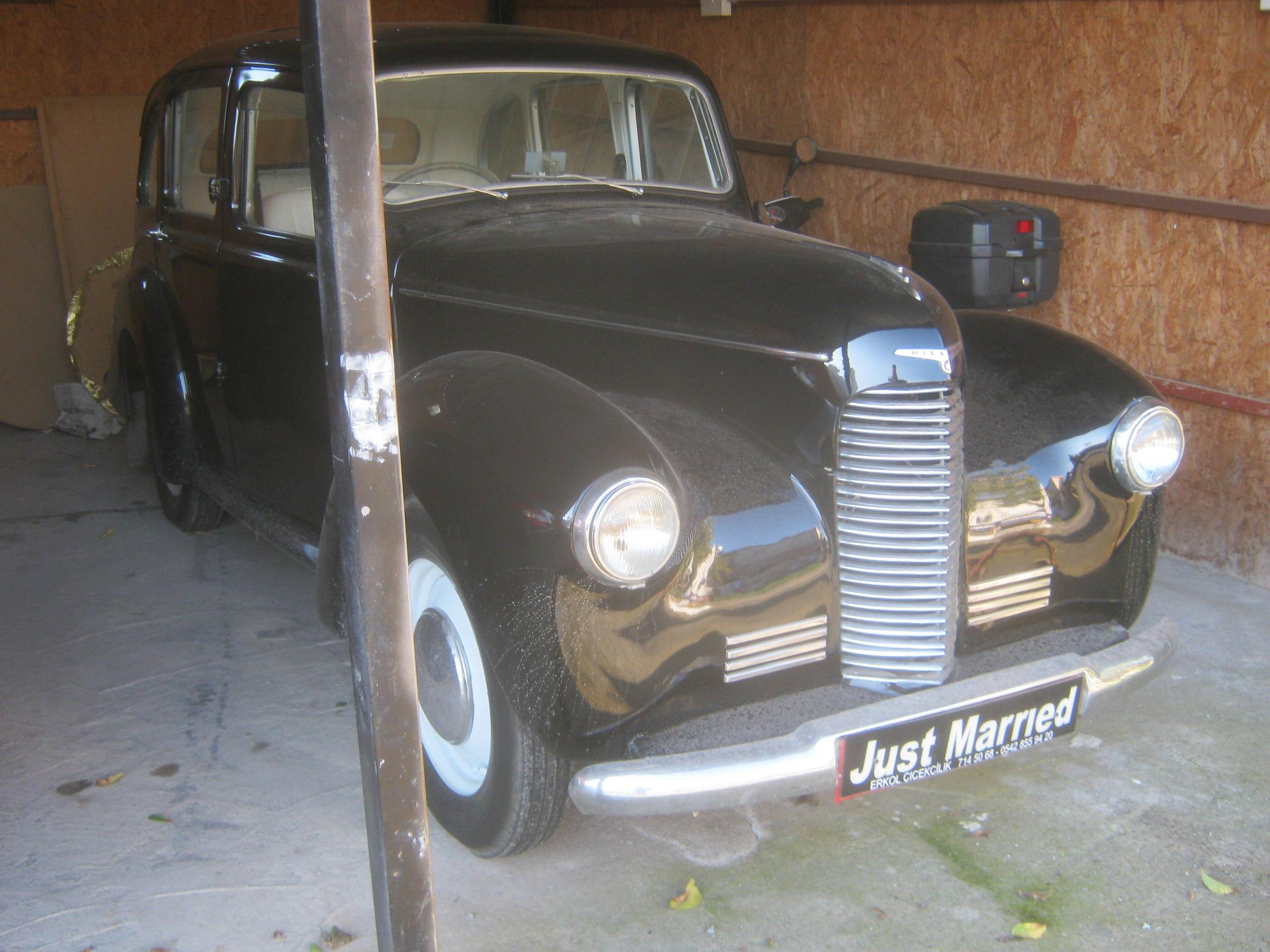 фраза на старинных машинах на северном Кипре