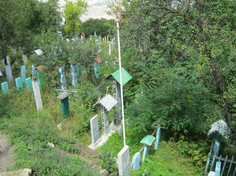Могилы с крышами в Дагестане