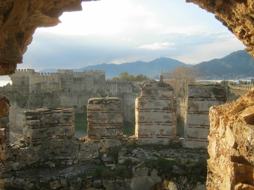 из окна башни крепости Мамуре