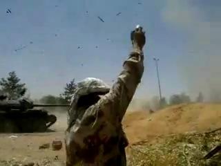 Разрыв снаряда внутри танка