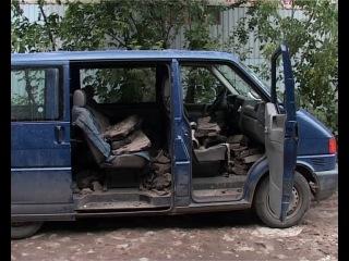 Католический священник ремонтирует российские дороги