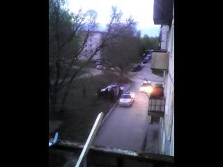 В 163 КХ - 154 регион, пьяные подростки врезались в мусорные баки!Полиция не приезжала час!