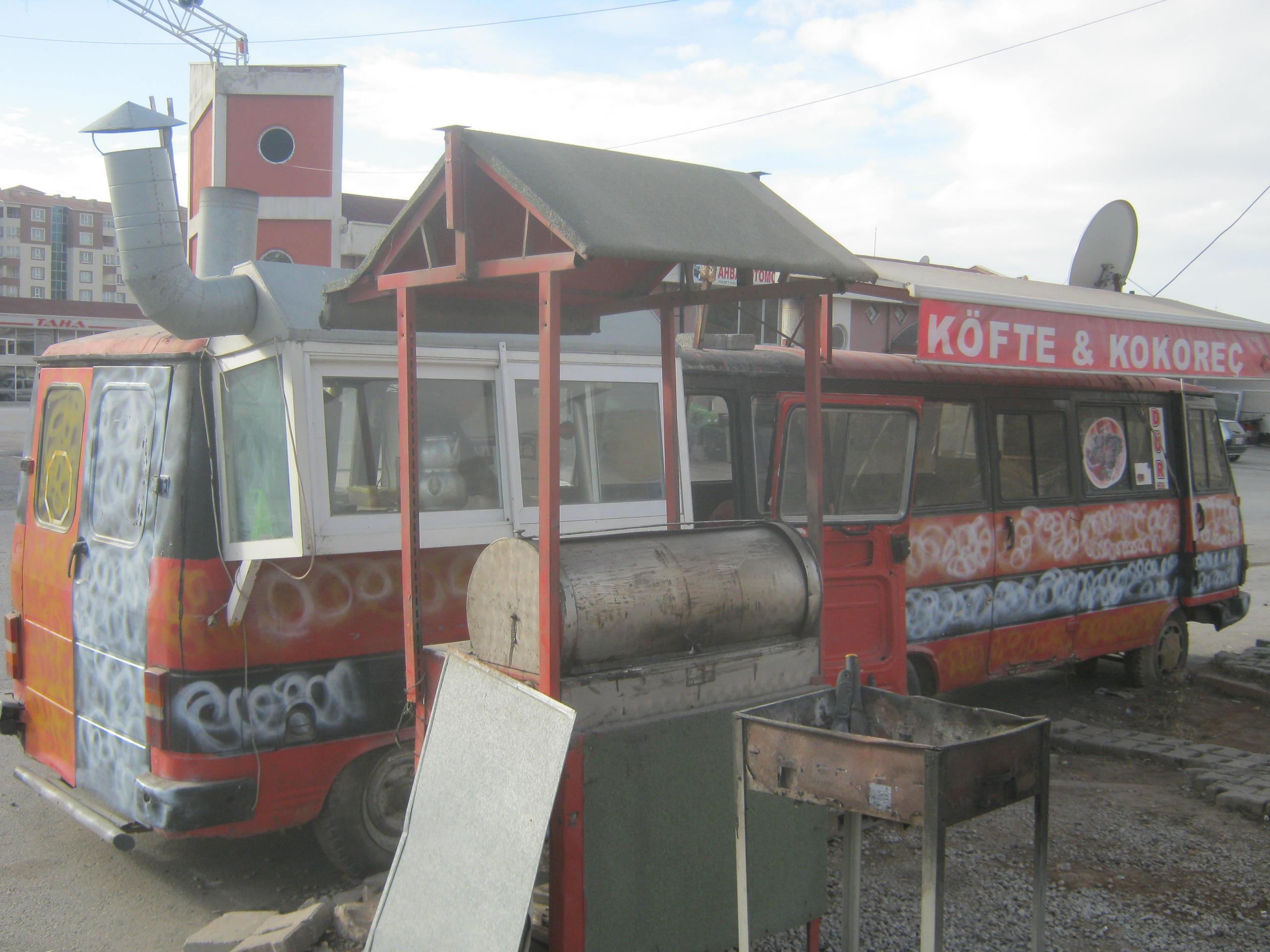 кафетерии внутри бывших автобусов в Турции