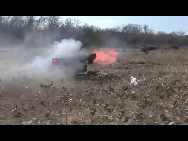 Ополченцы ведут стрельбу из ПТРК 9К111 «ФАГОТ».