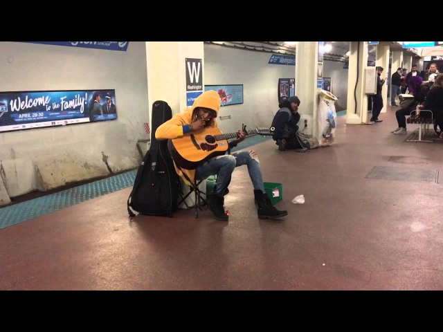 Subway performer stuns crowd with Fleetwood Mac's Landslide Chicago Il Blue Line Washington S