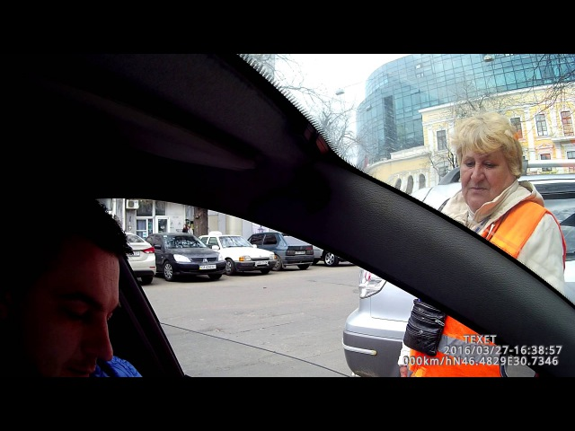 В Одессе пенсионеры вынуждены подрабатывать парковщиками.что б хоть как то прожить!