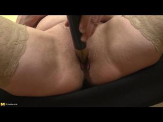 Зрелая блондинка мастурбирует киску вибратором порно,milf,natural tits,pussy,solo,masturbation,женская мастурбация,2016,соло