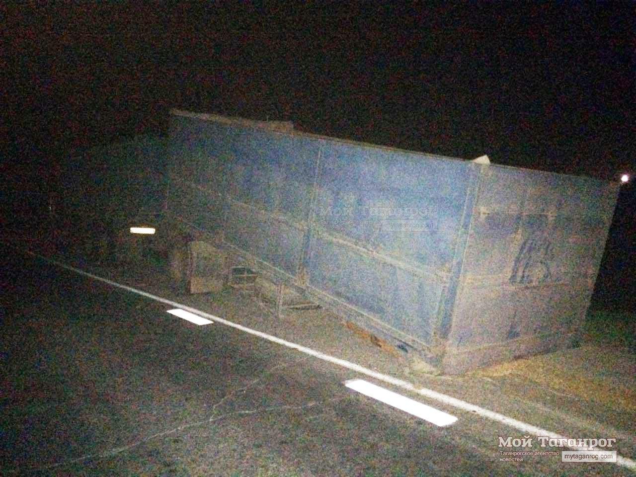 Подушки безопасности не спасли водителя «Фольксвагена» после столкновения с «КАМАЗом» на трассе «Ростов-Таганрог»