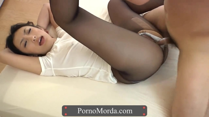 foto-porno-yaponskoe-porno-kolgotki-lestnitsa-smotret-onlayn