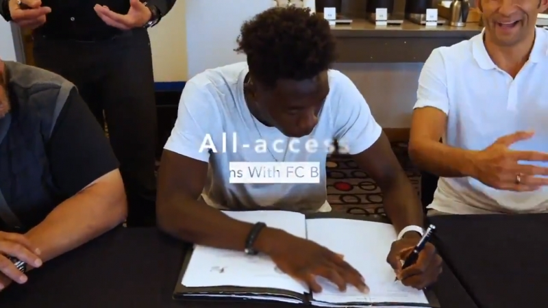 Go behind the scenes of the moment Alphonso Davies officially joined FC Bayern