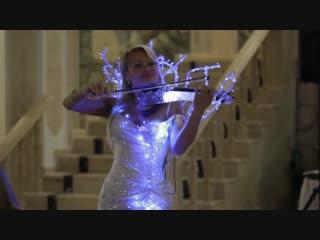 Это потрясающе очень красивое исполнение шикарная скрипачка