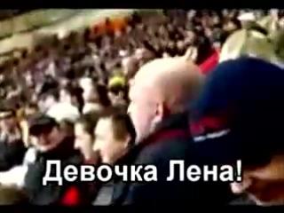 мужик лысый жару дает)