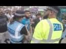Jóvenes ingleses contra la construcción de una mezquita en Worcester Reino Unido