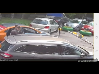 Пассажир каршеринга сломал шлагбаум