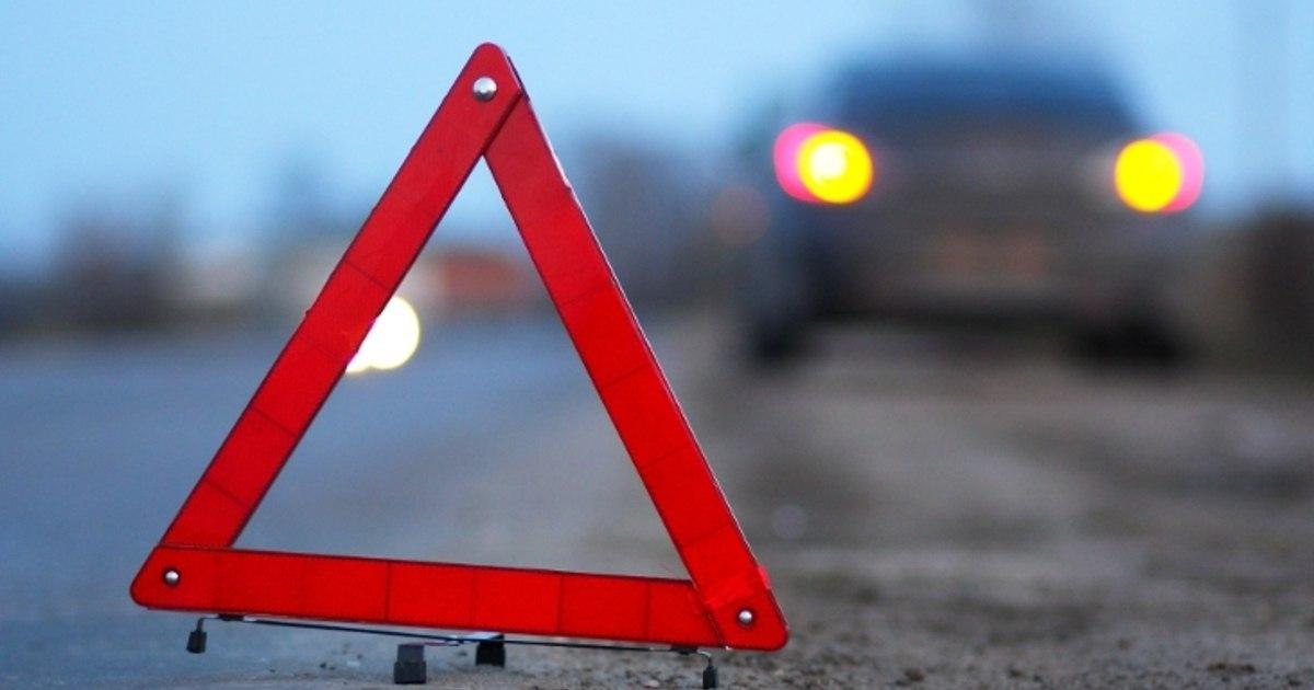 На трассе «Ростов-Таганрог» дорогу не поделили водители Hyundai Solaris и Chevrolet Cruze, есть пострадавший
