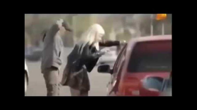 Прикол с блондинкой Ржака Закрыла дверь 💥