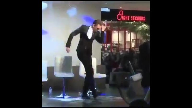 Локи танцует (Thomas Hiddleston)