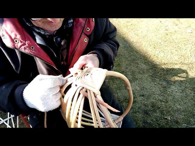 Плетение аутентичных белорусских кошиков из лозы