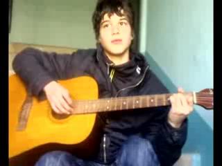 Молодой брюнет...подьезд..гитара..и та самая песня....=)))