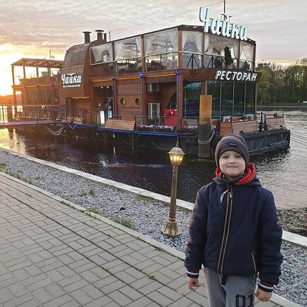 Артем Моргунов: Хорошо прогулялись :)Нашли классный ресторан на воде 🤗🥰👍