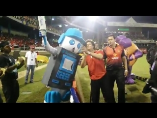 Republicbanktt bankie meets bollywood king srk trinidad and tobago