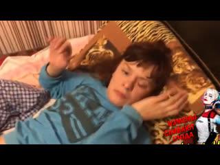 Муж застукал жену в постели с любовником во время измены.vrpz