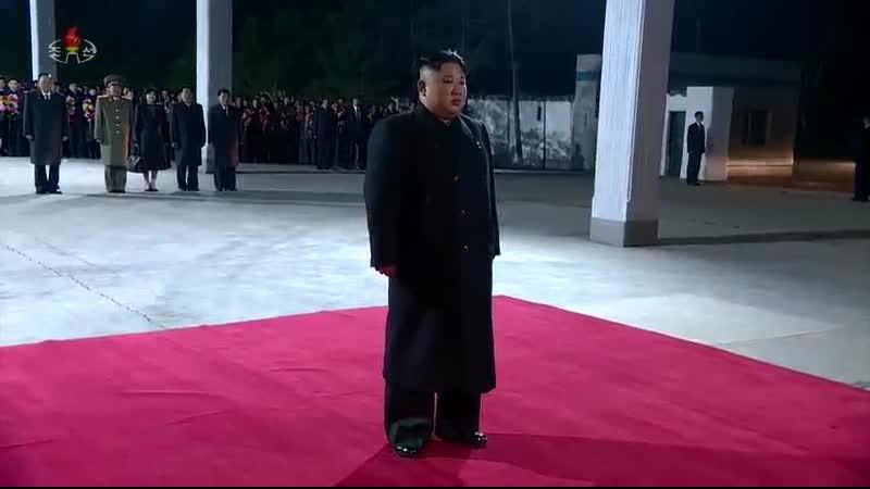 조선로동당 위원장이시며 조선민주주의인민공화국 국무위원회 위원장이시며 조선민주주의인민공화국무력 최고사령관이신 br김정은동지께서 로씨야련방을 방문하시기 위하여 출발하시였다