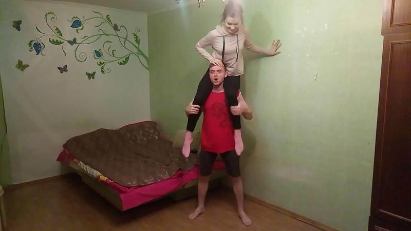 ПРИСЕДАНИЯ с ЖЕНОЙ на плечах Как накачать ноги дома ЗДРАВА