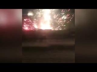 пожар на складе с пиротехникой в Петербурге спровоцировал неконтролируемый фейерверк