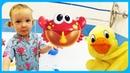 КАТЯ и КРЯК играют с мыльными ПУЗЫРЯМИ Открывают РЕЗИНОВЫЕ игрушки для ванны на TUMANOV FAMILY